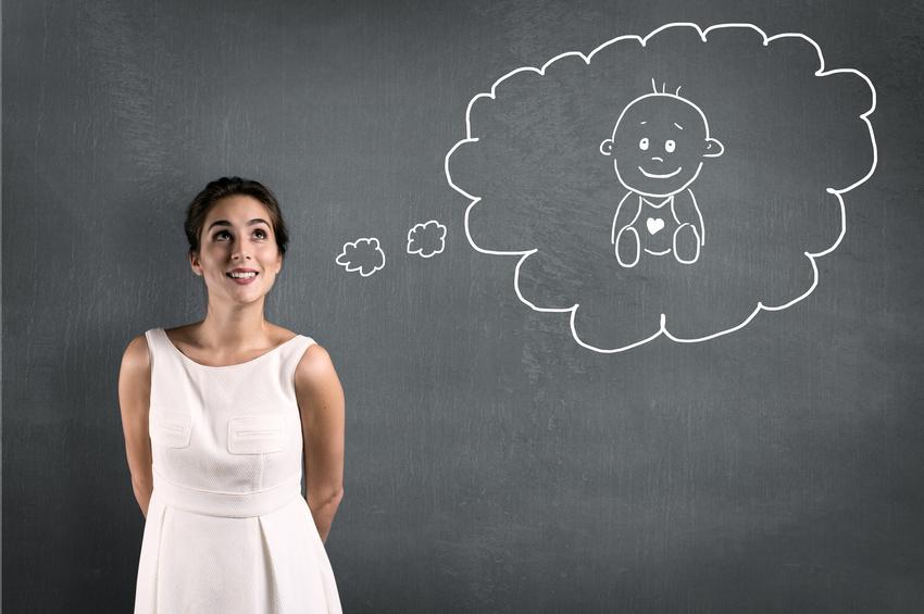 kobieta myśląca o zajściu w ciążę